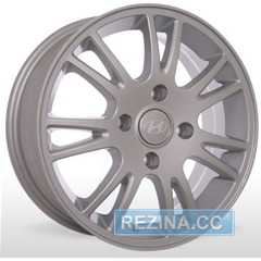Купить STORM YQR 074 Silver R15 W6 PCD4x114.3 ET46 DIA67.1